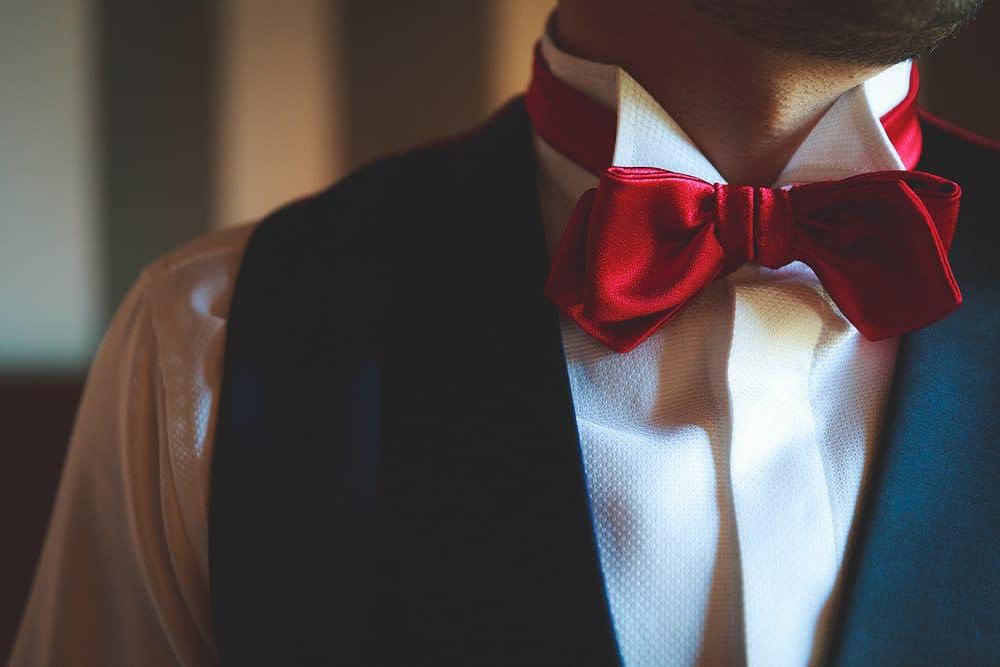 abito sposo blu e rosso