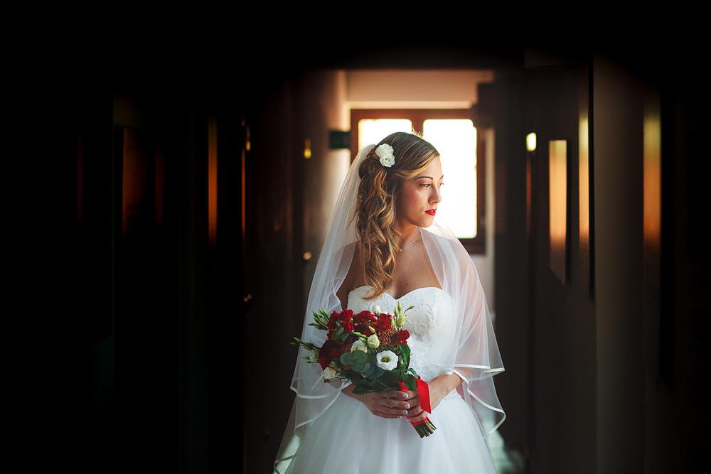 Abito sposa con velo a calata