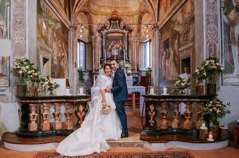 [Real Wedding] Dettagli in legno e fiori rosa per organizzare un matrimonio romantico