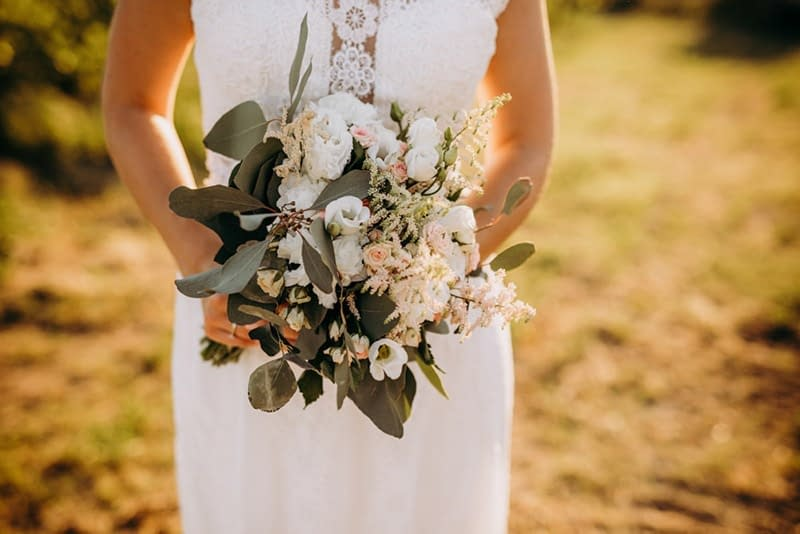 Tipi di bouquet da sposa: quale fa per te e come portarlo?